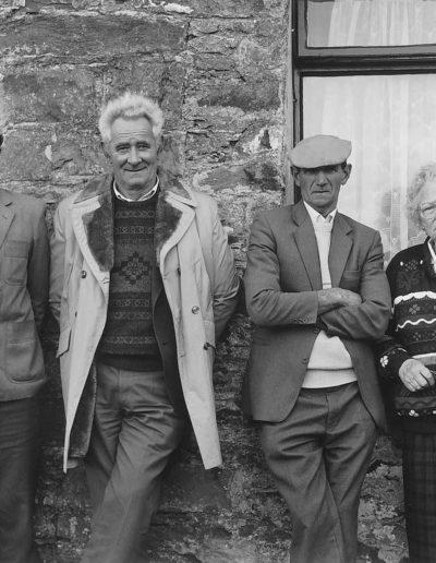 Joe O'Shea, Eddie Kavanagh, Tom Scanlon & Mrs. O'Shea - Ventry, Co (ca.1991-2001)<br/>Impresión digital sobre papel Kodak Endura