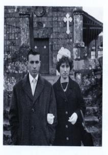 Pareja de novios, 1964<br/>Gelatina bromuro de plata virado al selenio sobre papel baritado / Silver gelatin on baryta paper