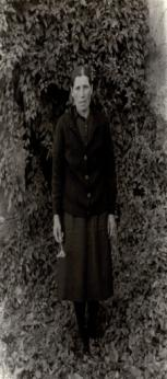 Vella con carabell, 1961<br/>Gelatina bromuro de plata virado al selenio sobre papel baritado / Silver gelatin on baryta paper