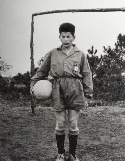 O futbolista, Soutelo de montes, 1962<br/>Gelatina bromuro de plata virado al selenio sobre papel baritado / Silver gelatin on baryta paper