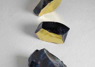 Soledad Córdoba. Transmutación IV, 2019<br/>Cristales en roca y pan de oro