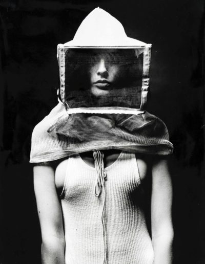 Oriol Maspons. Jeanette cazadora de abejas, 1967 (2)<br/>Gelatina de plata / Silver gelatin