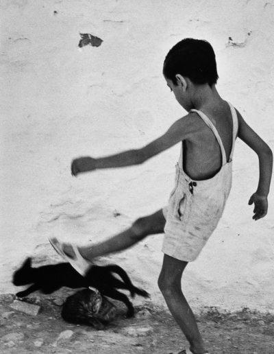 Oriol Maspons. La patada, 1954<br/>Gelatina de plata / Silver gelatin