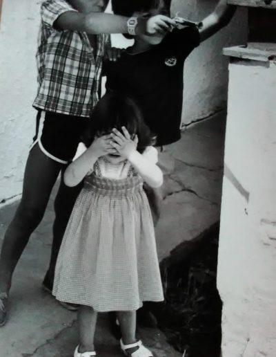 Ma Casanova. Niños con pistola y niña, 1980<br/>Gelatina de plata / Silver gelatin