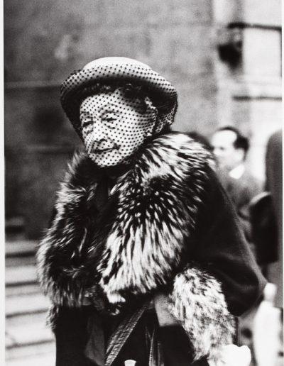 Francisco Ontañón. La vieja del velo, 1960 - 1961<br/>Gelatina de plata sobre papel baritado / Gelatin silver on baryta paper