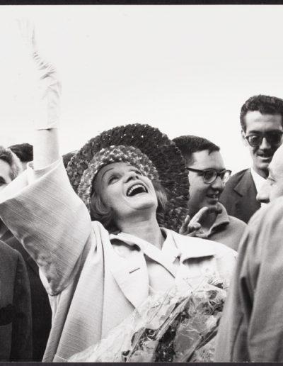 Francisco Ontañón. Marlene Dietrich en Barajas. Madrid, 1960<br/>Gelatina de plata sobre papel baritado / Gelatin silver on baryta paper