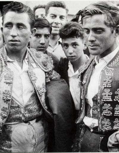Francisco Ontañón. Novilleros en la Feria de San Isidro. Madrid, 1961<br/>Gelatina de plata sobre papel baritado / Gelatin silver on baryta paper